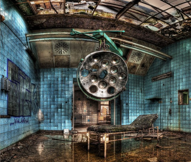 #19 - Hospital Militar Abandonado em Beelitz, Alemanha. Construído em 1800 e ajudou Adolf Hitler a se recuperar de um ferimento na perna em uma batalha na primeira guerra mundial.