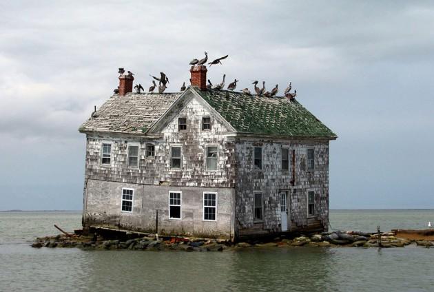 #5 - Última casa na Ilha Holland, EUA. A Ilha foi tomada pela água e só sobrou essa casa.