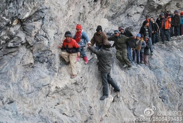 risking-lives-for-school-2[6]