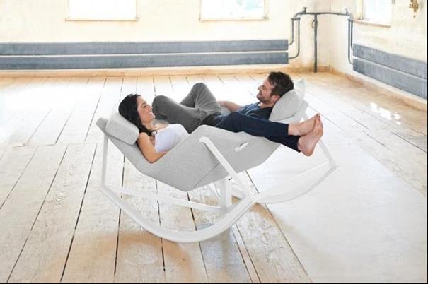 Cadeira para o casal sentar de frente.
