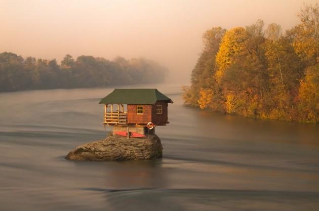A Casa Do Meio Do Rio Drina, Sérvia