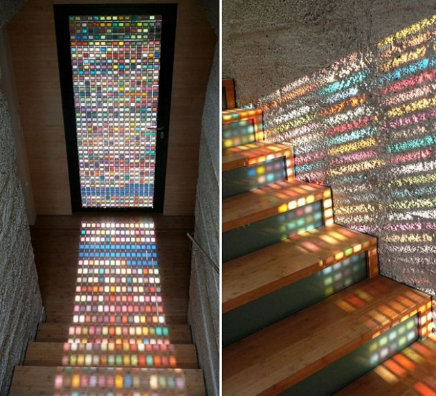Refletindo as cores da porta.