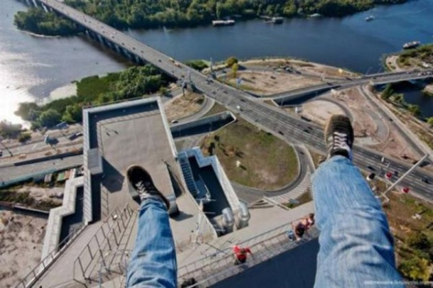 roofers_not_afraid_of_heights_18