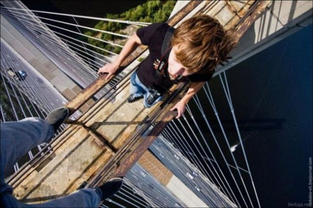 roofers_not_afraid_of_heights_35