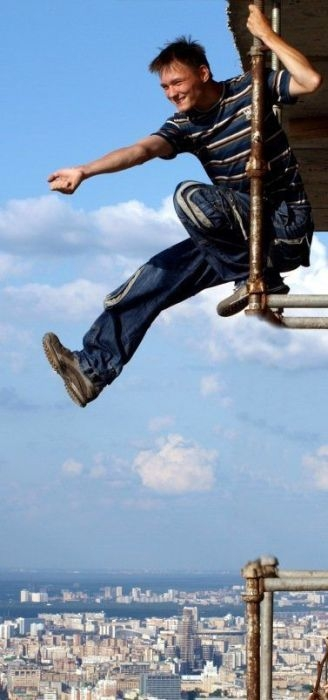 roofers_not_afraid_of_heights_44