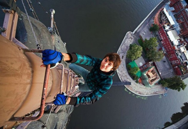roofers_not_afraid_of_heights_7