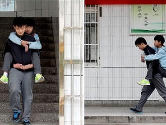 Superando-a-doença!-Garoto-carrega-seu-melhor-amigo-nas-costas-para-a-escola-há-3-anos.