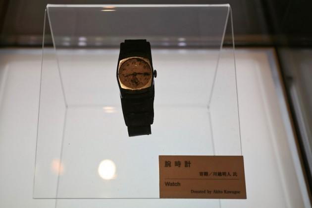 #12 - Relógio de um japonês que parou as 8:15 do dia 6 de agosto de 1945. Exata hora do bombardeio de Hiroshima.