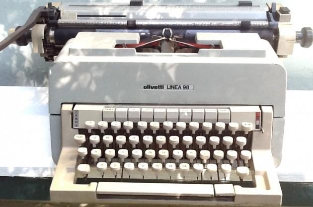 #17 - Máquina de escrever ( pra quem tinha o incrível curso de datilografia)
