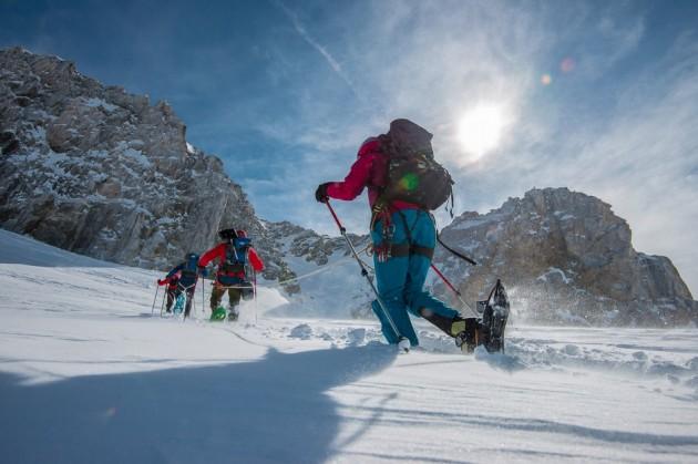 Fotógrafo registra como é o dia a dia perigoso de pessoas escalando Alps 2
