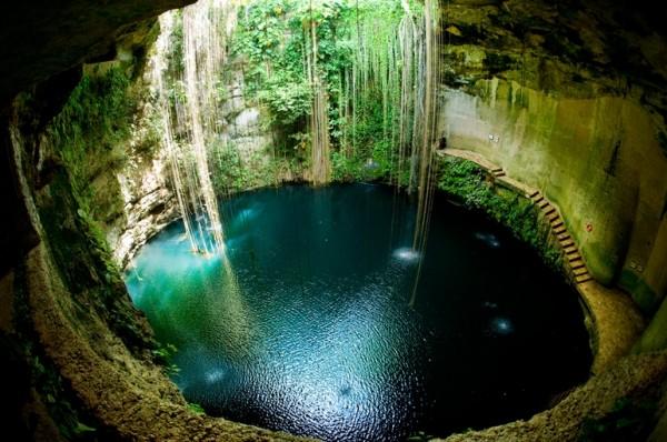 Poço natural em Cenoute, México.