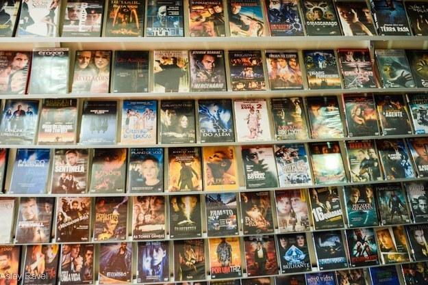 """Essa era a """"Netflix"""" quando queríamos ver algum filme.  Era mais difícil de escolher, mas pelo menos as pessoas saíam de casa :p"""