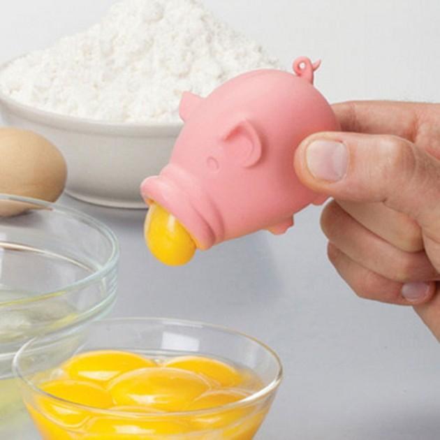 Separador de gema em formato de porquinho.