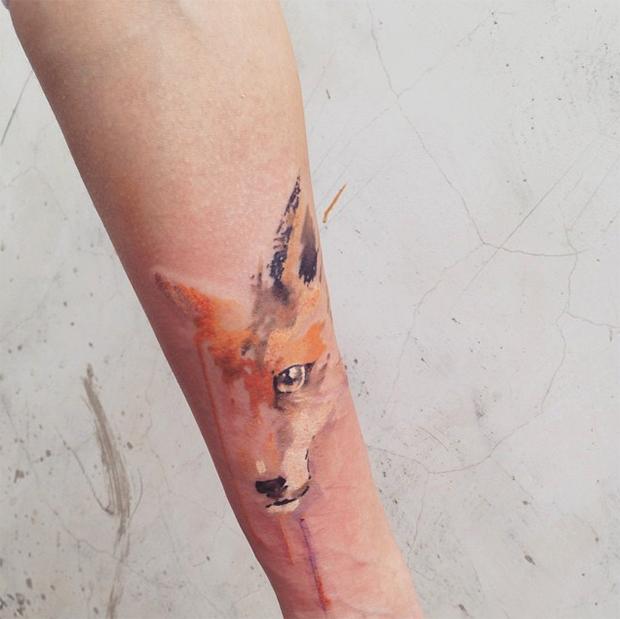 artista russa cria tatuagens impressionantes com aquarela
