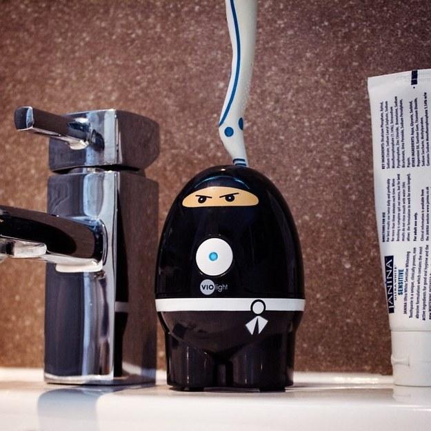 Higienizador de escova de dentes.