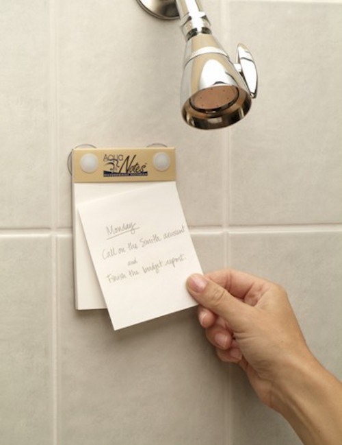Post-It para banheiro. Você nunca mais vai perder uma ideia.