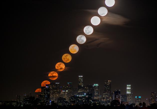 Percurso da lua durante 28 minutos em 11 fotos sobrepostas. Por Dan Marker.