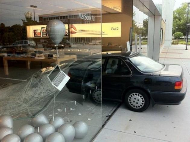 15 Coisas e pessoas malucas flagradas dentro das lojas da apple 11