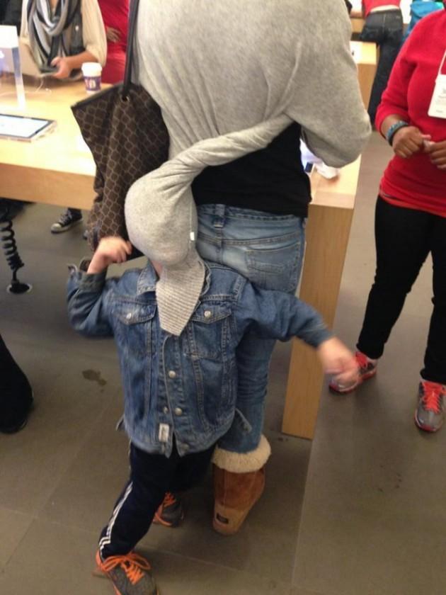 15 Coisas e pessoas malucas flagradas dentro das lojas da apple 3