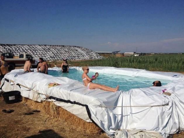 16 Imagens provam o quanto somos criativos na hora de se refrescar na piscina 9