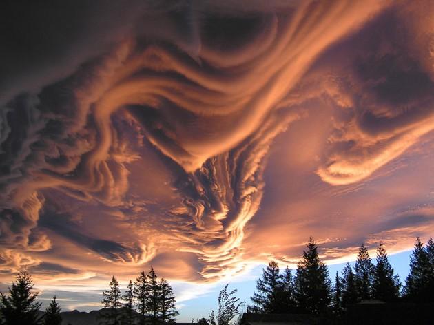 """Formação de nuvens chamada de """"Undulatus Asperatus"""""""
