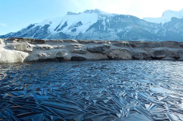 Lagoa congelada Na Suíça