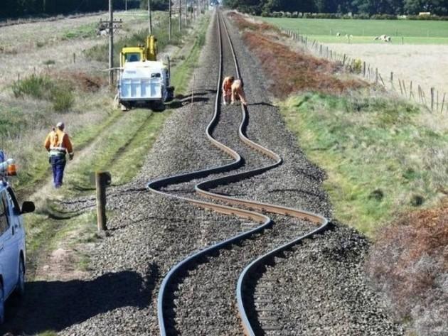 Após um terremoto, os trilhos da cidade de Canterbury, na Nova Zelândia, ficaram assim!