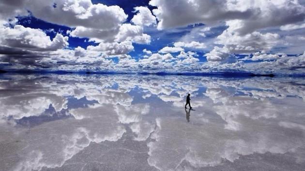 Mineração de sal refletida.