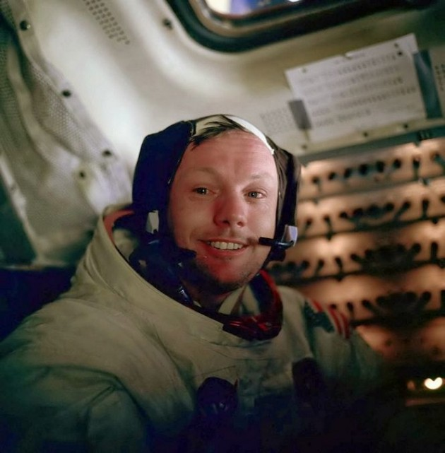Neil Armstrong depois de caminhar pela primeira vez na lua.
