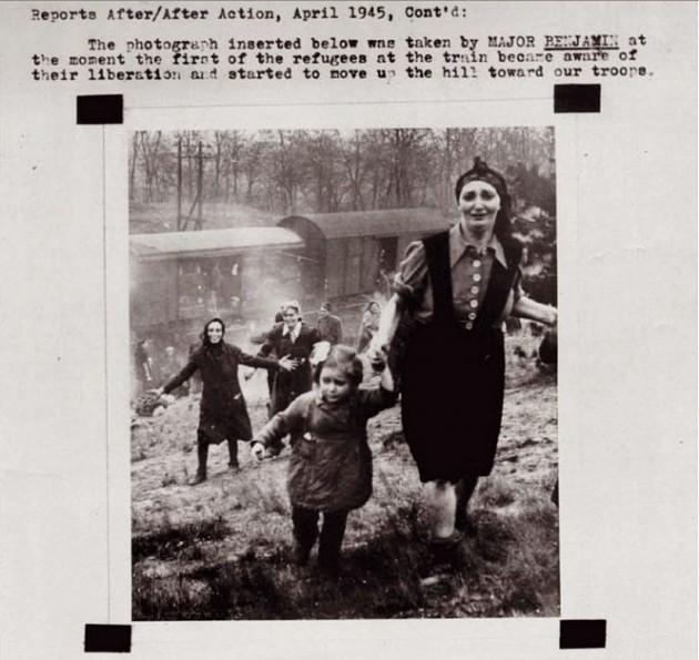Refugidos judeus após serem libertados dos campos de concentração.