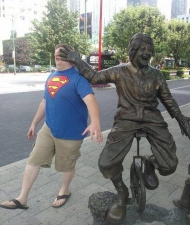 pessoas-que-sabem-tirar-fotos-com-estátuas-013-630x748
