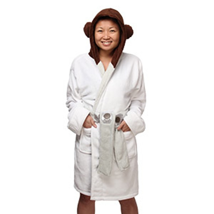 http-wp-prod-02.distractify.com-wp-content-uploads-2015-10-1f71_princess_leia_fleece_robe_hood_up