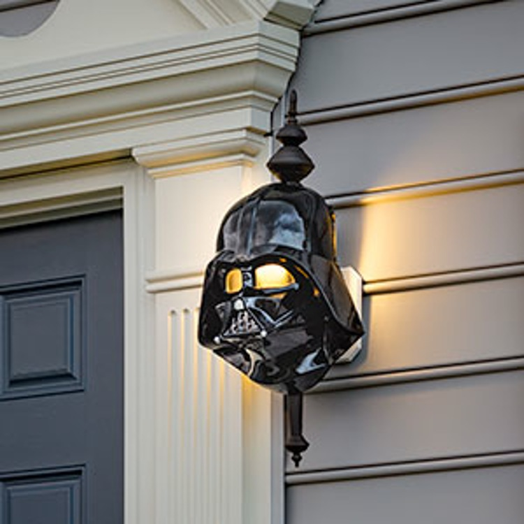 http-wp-prod-02.distractify.com-wp-content-uploads-2015-10-ilvl_sw_porch_light_vader