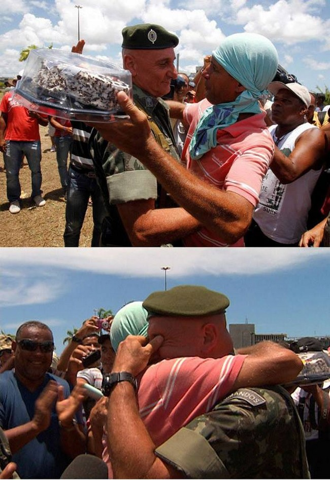 """Durante um protesto no Brasil, um general disse: """"Por favor, não lutem, não no meu aniversário…"""" Então um grupo de protestantes fez uma surpresa para ele."""