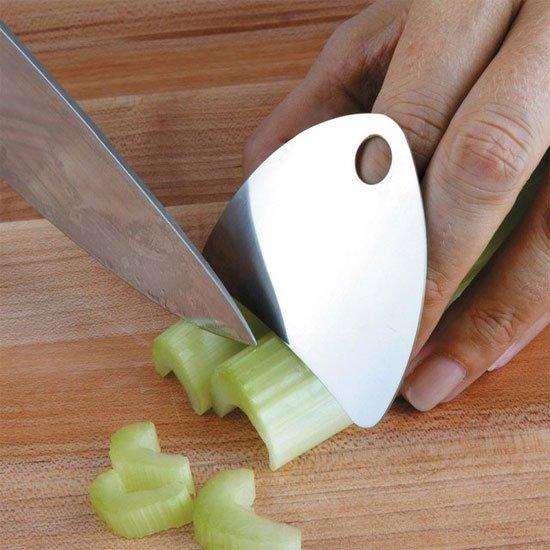 #5 - Proteção para os dedos na hora de cortar um legume.