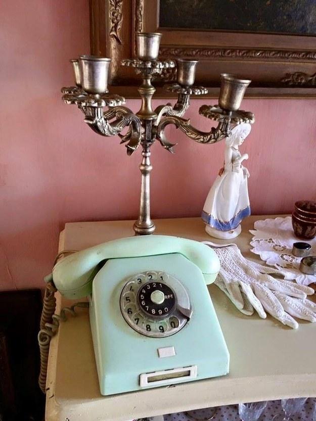Paciência para discar os números nesse telefone.