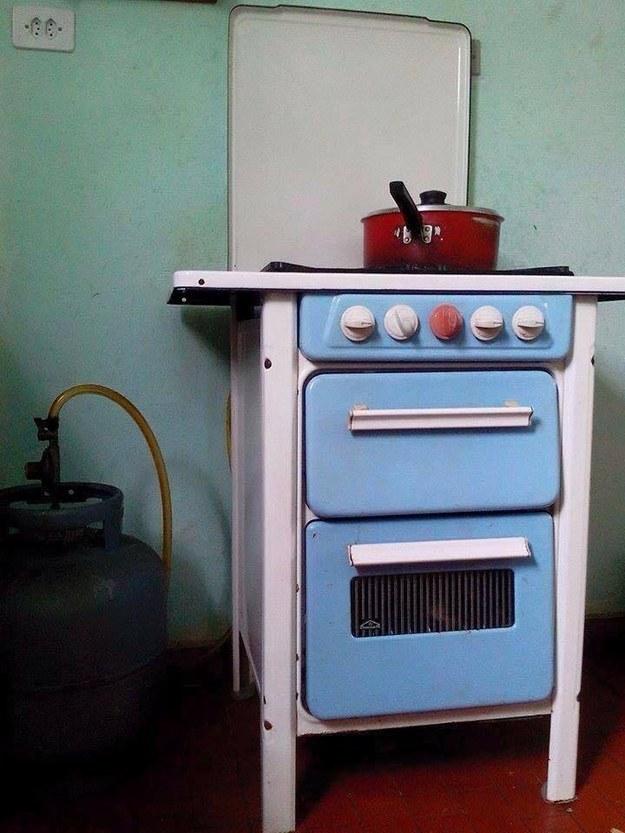 Aquele fogãozinho azul.