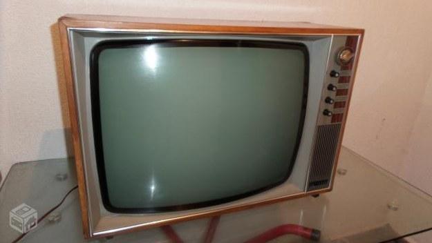 Televisão de madeira.