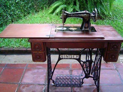 Maquina de costura - Brincar com o pedal era a melhor coisa do mundo.