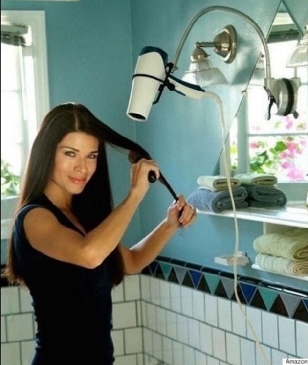 #4 - Facilitando a vida das mulheres que não aguentam ficar segurando um secador de cabelo,