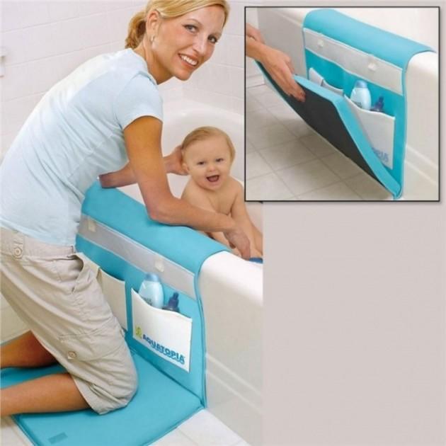 Tapete macio para ajudar o joelho dos pais na hora do banho.