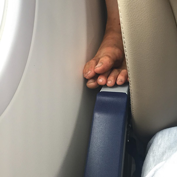 #1 - Quem coloca os pés no apoio da frente.