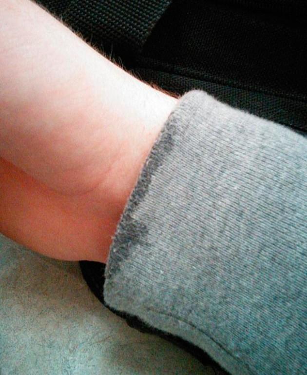 #15 - Lavar as mãos e molhar toda a manga da camisa.