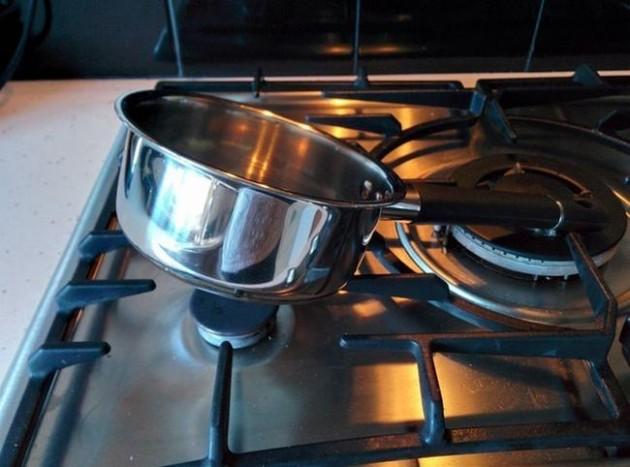 #13 - Quando a panela é menor que o suporte do fogão.