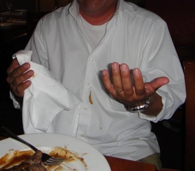 #17 - Quando você vai comer de branco e o inevitável acontece