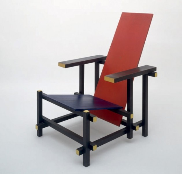 037-red-blue-chair1-650x624