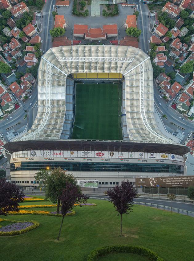 Designer manipula imagens de cidades como se elas pudessem ser dobradas 3