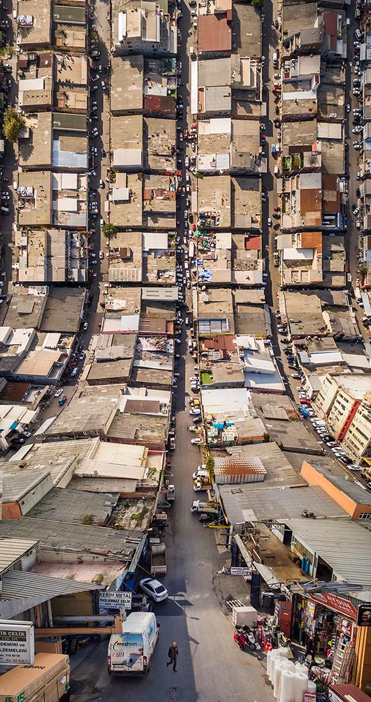 Designer manipula imagens de cidades como se elas pudessem ser dobradas 4
