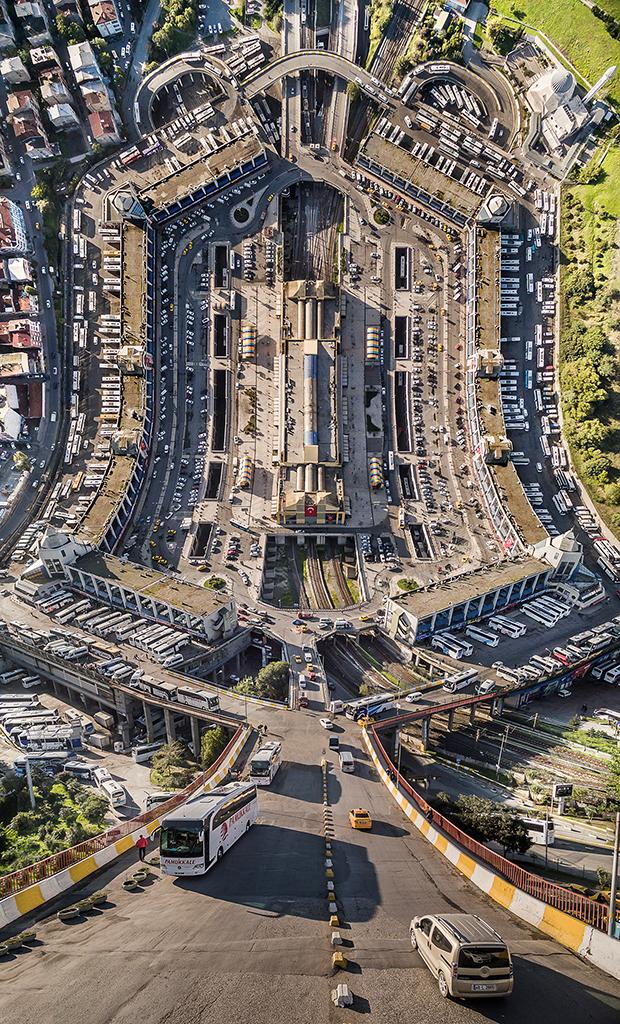 Designer manipula imagens de cidades como se elas pudessem ser dobradas 5