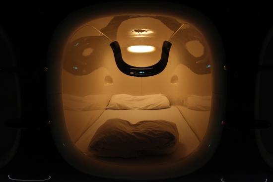 9-hours-capsule-hotel-1